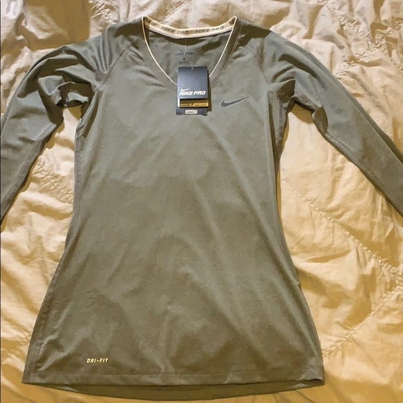 Grey long sleeve fitted Nike long sleeve